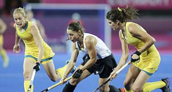 Argentina stun Australia to reach women hockey semis