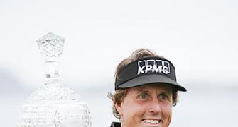 Mickelson outplays Woods to win Pebble Beach title
