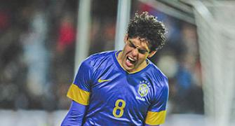 Oscar, Kaka star as Brazil slam six past Iraq in friendly