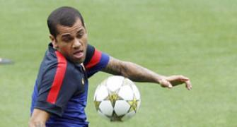 Barca's Alves cries racism at Bernebeu after Cup 'Clasico'