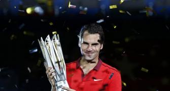Federer downs injured Simon to win Shanghai Masters