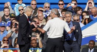Wenger apologises for shoving Mourinho