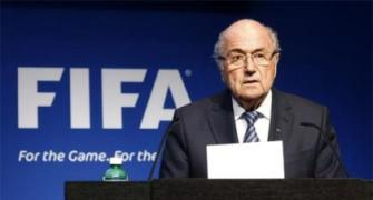 Blatter may seek to stay as FIFA boss: report