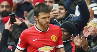 EPL: United's Carrick recovering from heart operation