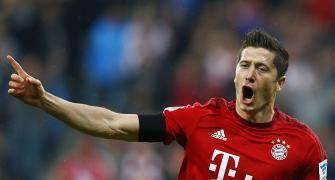 Football Focus: Lewandowski wins big Bundesliga honour