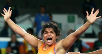 Sakshi stuns World champion Olli to enter final