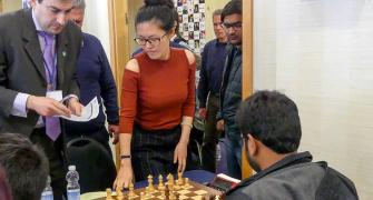 Why women's world chess champion resigned after just 5 moves!