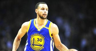 Sports Shorts: NBA star Curry to meet with NASA