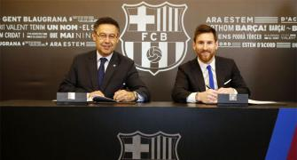 It's official! Messi to stay with Barca until 2021