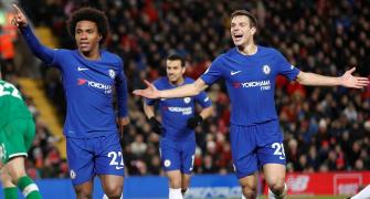 Late Willian goal earns Chelsea point at Liverpool