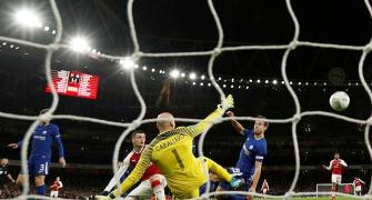 Arsenal rally to down Chelsea and make League Cup final