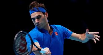 Federer must wait for 100th title
