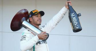 Hamilton wins in Japan; closes in on F1 title