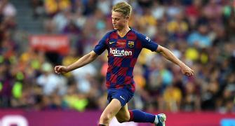 Football Extras: Barca's De Jong out with calf injury
