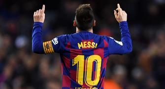 Defiant Messi ditches Barca training