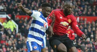 FA Cup: United ease past Reading; Chelsea's Fabregas misses penalty