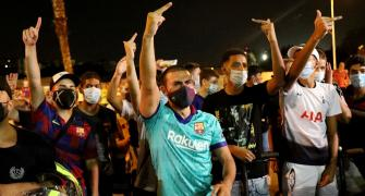 PHOTOS: Barcelona fans chant for Messi to stay