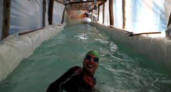 Paralympic swimmer builds DIY pool with plastic bag
