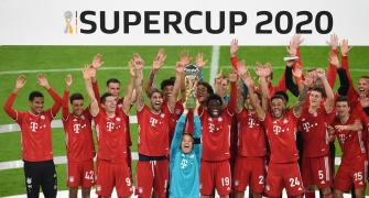 Football PIX: Bayern win fifth title of year
