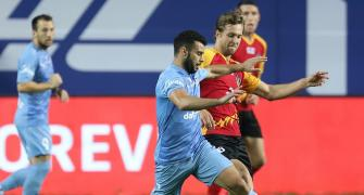 ISL: Mumbai pip SCEB, open up five-point lead at top