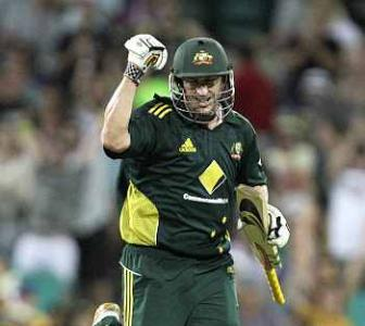 Hussey puts Australia 3-0 up at SCG