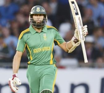 Amla, De Villiers guide South Africa to easy win