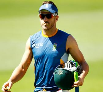 South Africa captain du Plessis charged with ball tampering