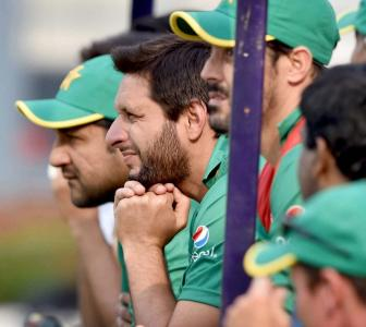 Hostile reception for Pakistan team