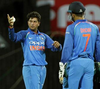 Kuldeep misses Dhoni behind the stumps