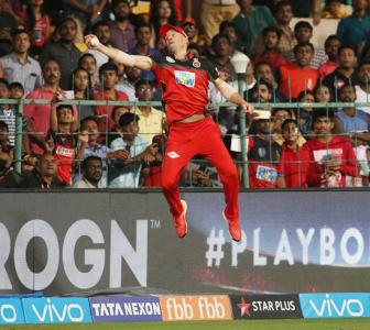 'Spiderman' de Villiers defies gravity with stunning catch
