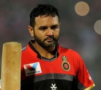 IPL: Parthiv Patel, Dean Jones engage in Twitter banter