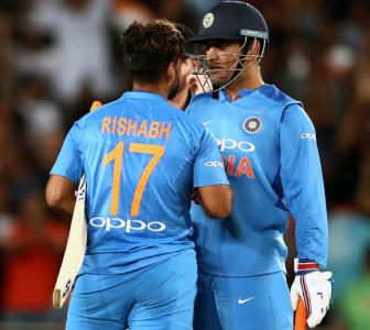 'Mentor' Dhoni's unique way of helping young Pant