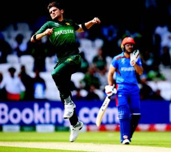 PHOTOS: Pakistan edge Afghanistan to stay alive