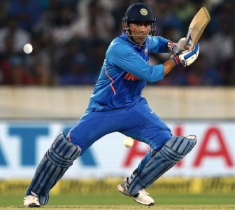 Why Dhoni should bat in the lower order in World Cup...