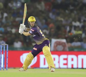 Blazing start puts Kolkata in driver's seat