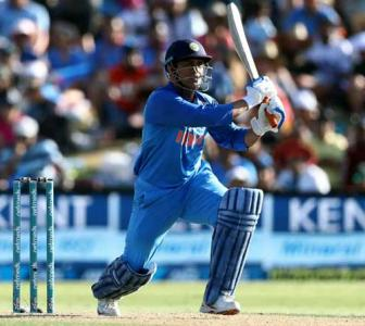 Dhoni lays foundations for another Indian fairytale