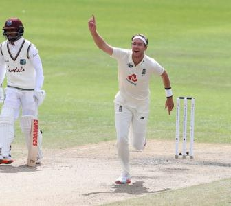 England's Broad takes 500th Test wicket