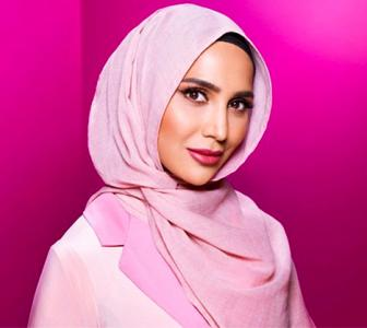 Amena Khan, first Hijabi model in a haircare ad