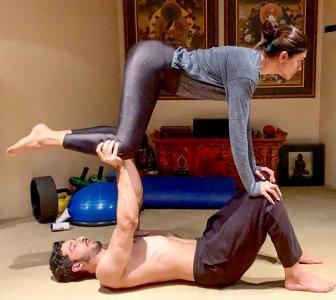 In fitness and in love! Couples who do yoga together