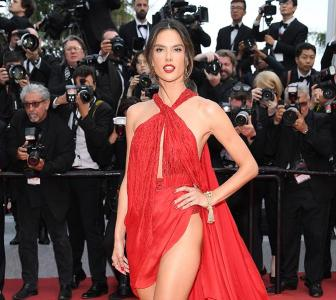 In Pics: Alessandra's naked dress is simply stunning