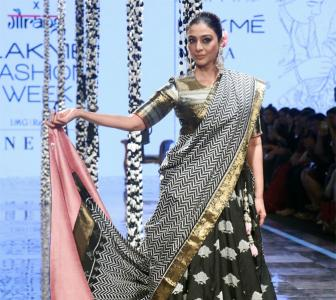 Must-see! Tabu scorches the ramp in a lehenga