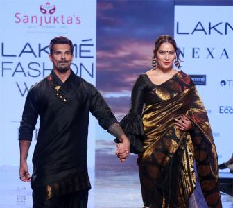 Bipasha and Karan's romantic moment on the ramp