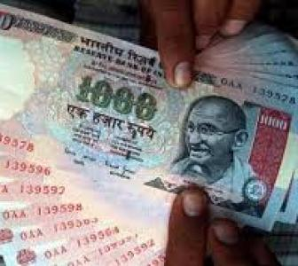 Rupee falls for 3rd day against the dollar, ends at 63.61 - Rediff.com  Business