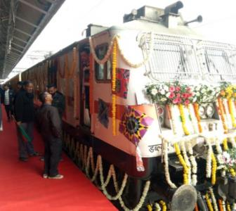 Weather holds up Goyal, Gujarat CM flags off Tejas Exp