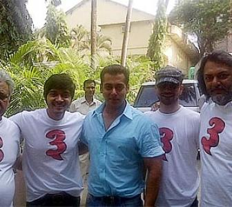 What made Salman take off his shirt?