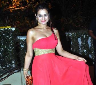 Pix: Bollywood gals get red-hot!
