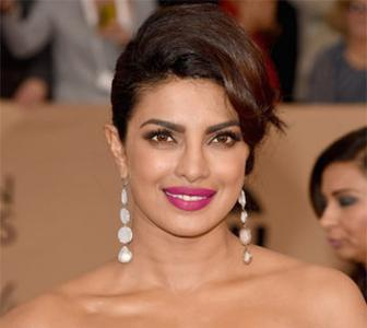 Here's what Priyanka should wear to the Oscars!