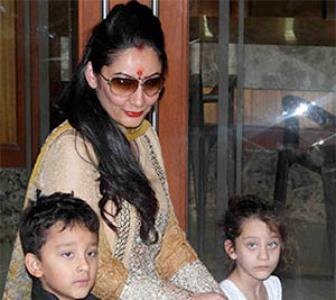 PIX: Manyata Dutt, kids, say goodbye to Ganpati