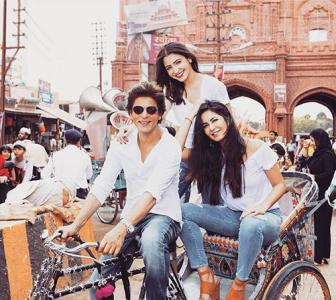 Shah Rukh Khan takes Anushka, Katrina for a ride!