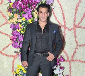 PIX: Salman, Madhuri, Shahid at a wedding